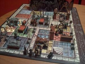 Ecco come appare il gioco originale utilizzando solo miniature e oggetti previsti nella scatola. Inutile dire che con un pò di creatività o con gli add on ufficiali (e non) è possibile espandere il mondo di gioco all'infinito.